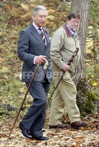 チャールズ皇太子とニコルさん.jpg